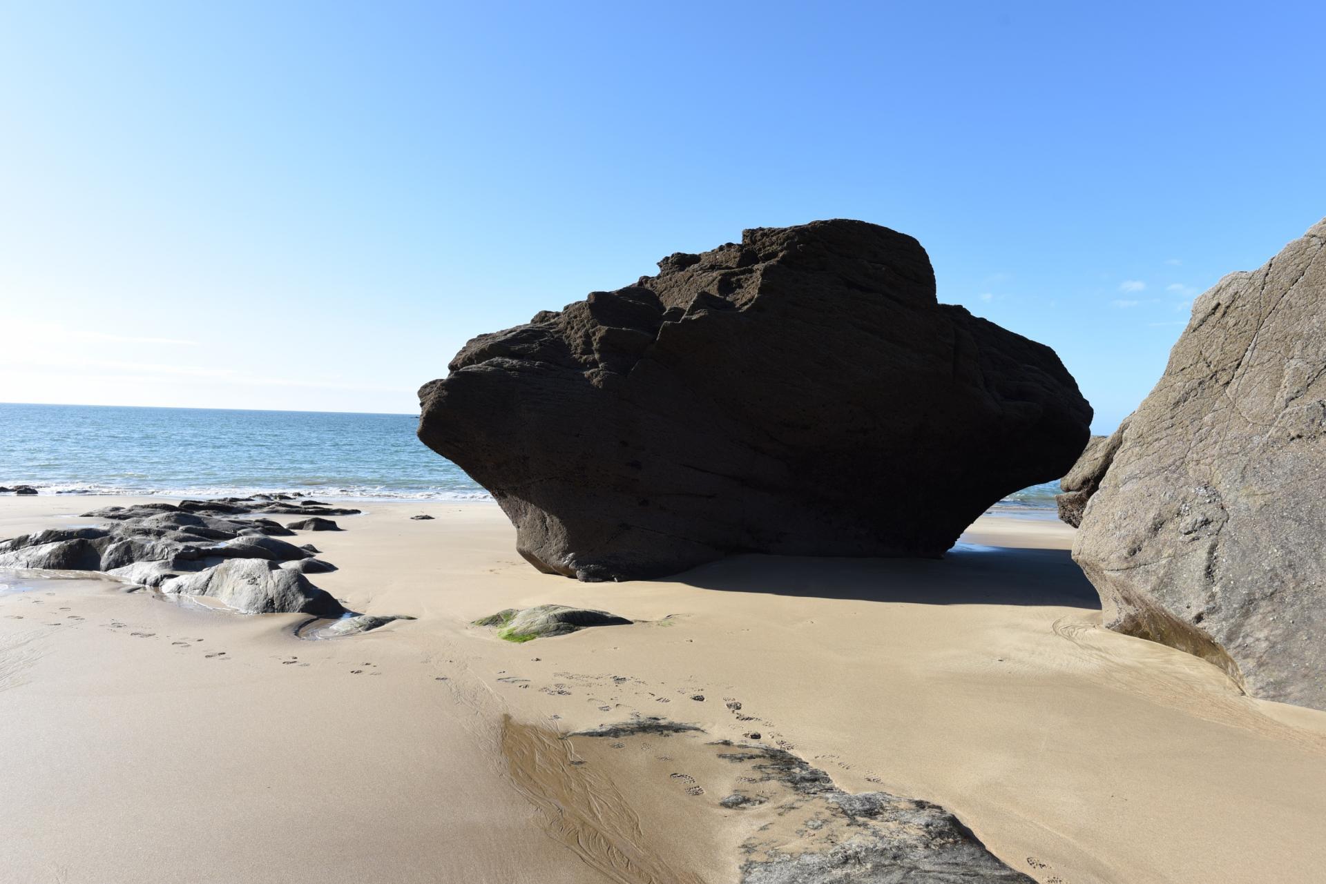 secret beach point du grouin